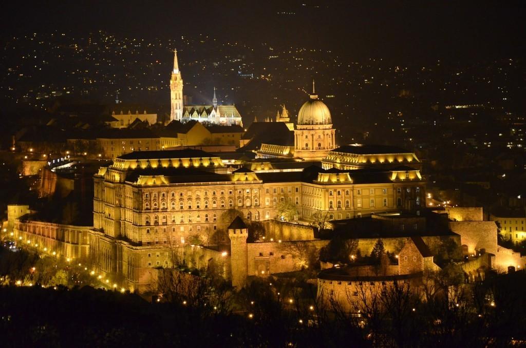 ハンガリーの世界遺産:ドウナ河岸とブダ城地区とアンドラーシ通りとブダペスト