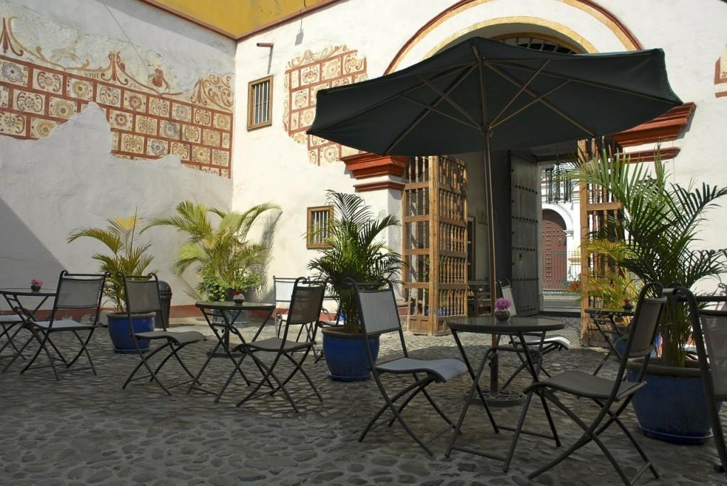 patio-329535_1280