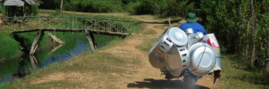 ラオスとカンボジアの陸路の国境で入国