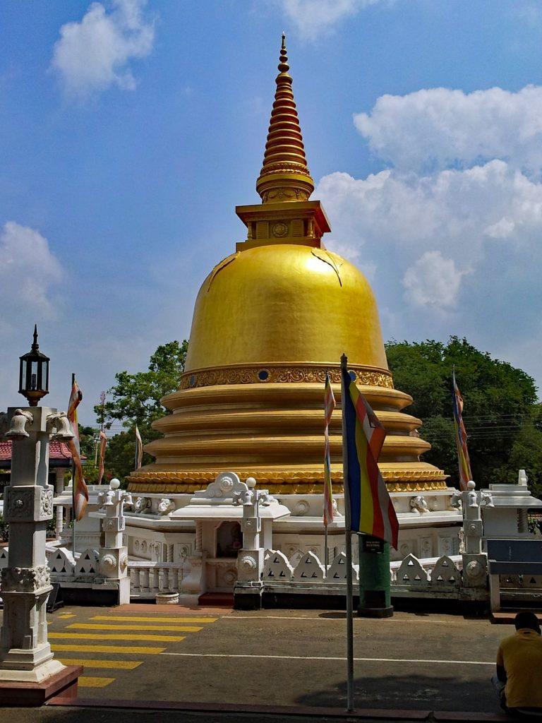 【黄金・石窟】スリランカの遺跡:ダンブッラの寺院の歴史と世界遺産登録の理由